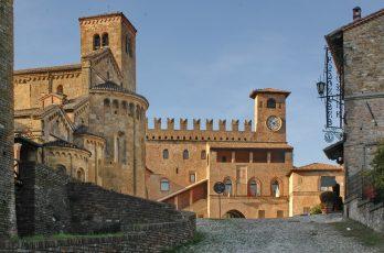Castell'Arquato_(Piacenza)_-_panoramio_2